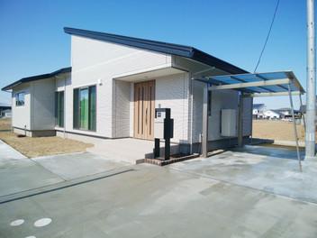 亘理町外構工事|宅配ポストを設置した広いエントランス空間・5