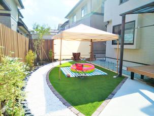 Case42:リビングから眺めた癒し空間のお庭に劇的リフォーム