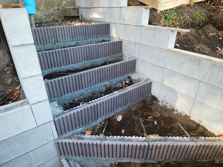階段と土留め擁壁5