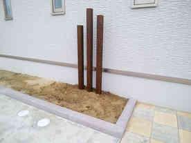 木調のアルミ支柱