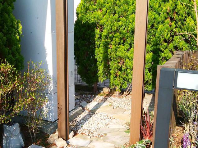ガーデンアーチと階段
