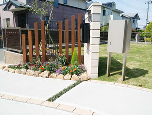 Case09:緩やかなS字曲線のアプローチと広い天然芝の庭