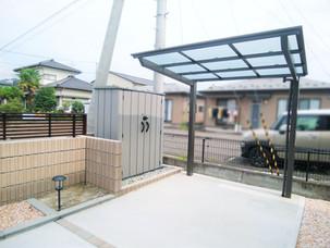 Case37:リクシルのスマート宅配ポストを設置した、ストレスフリーなエントランス空間