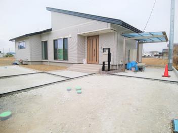 亘理町外構工事|宅配ポストを設置した広いエントランス空間・4