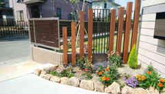 木製支柱とロートアルミフェンス