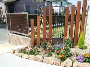 Case9:緩やかなS字曲線のアプローチと広い天然芝の庭