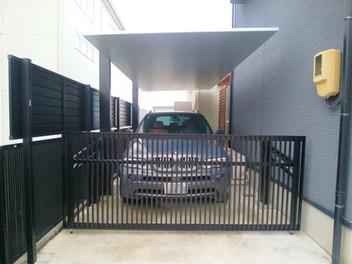 名取市外構工事|リクシルのカーポートSC・カーポートSCミニ(駐輪場)を設置したスタイリッシュなエクステリア・3