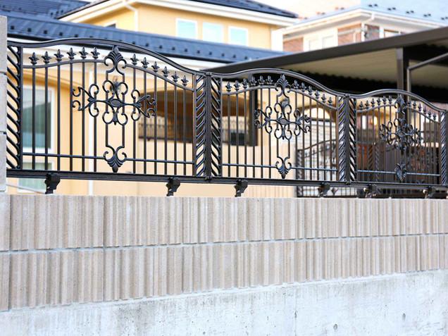 アンティークデザインの本格鋳物フェンス(ブラック)