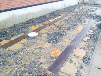 富谷市外構工事 土留め・アプローチ・駐車場のリフォーム工事完成