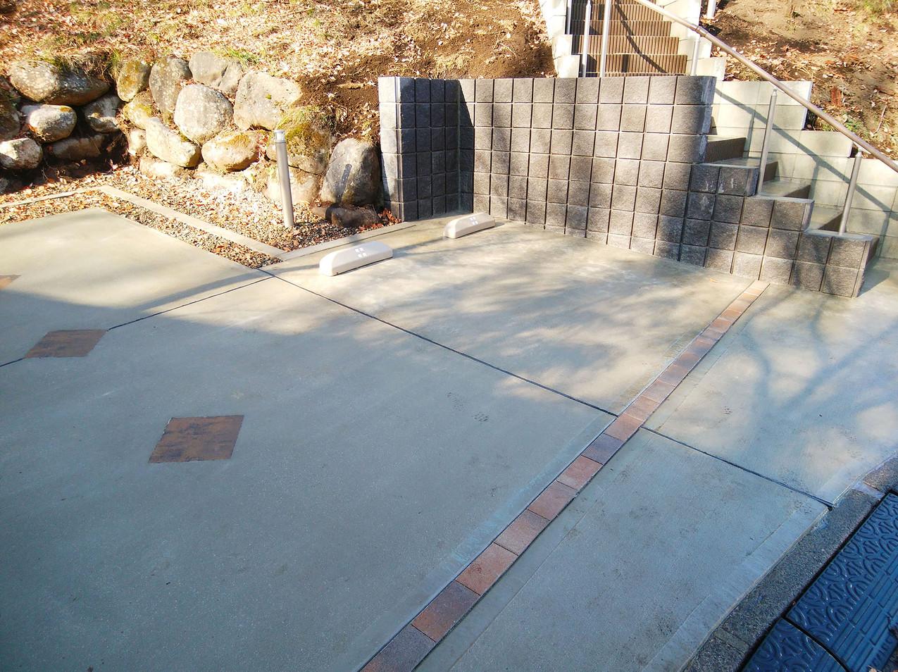 幅20㎝の擁壁ブロックで、地盤をしっかり守ります。