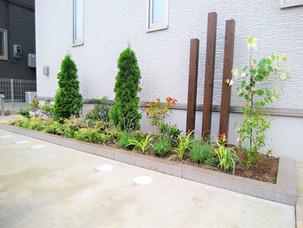 Case35:デザインブロックで作成したおしゃれなミニ花壇と市松模様のエントランス