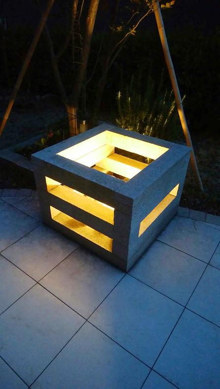 庭の石のオブジェ(照明・ライト)