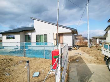 亘理町外構工事|宅配ポストを設置した広いエントランス空間・2