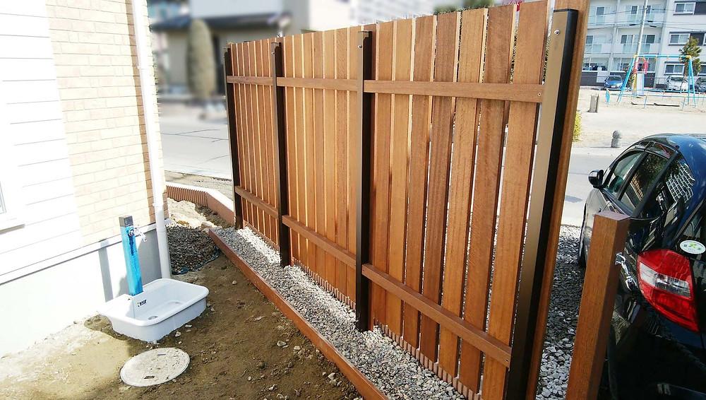 木製目隠しフェンス裏側