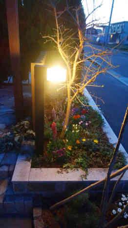 エントランス花壇の照明