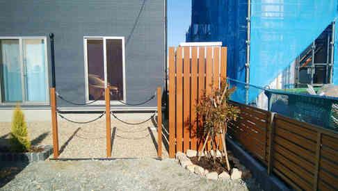 フレキシブルロープと木製支柱