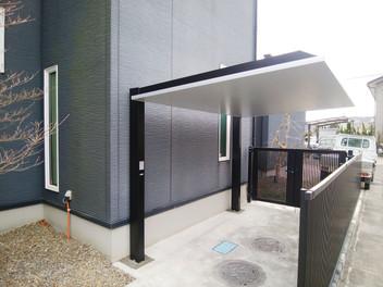 名取市外構工事|リクシルのカーポートSC・カーポートSCミニ(駐輪場)を設置したスタイリッシュなエクステリア・2