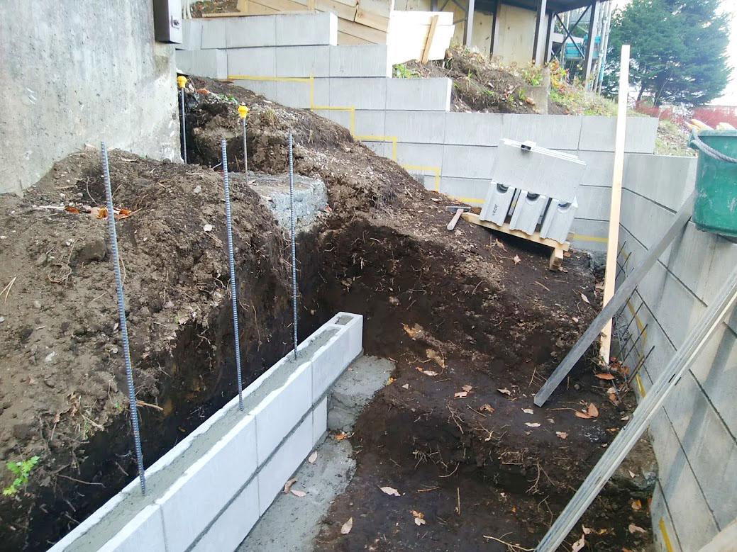階段側面ブロック工事1