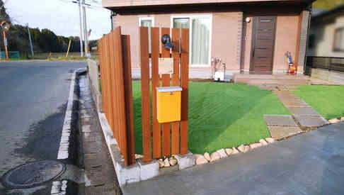 木製の門柱