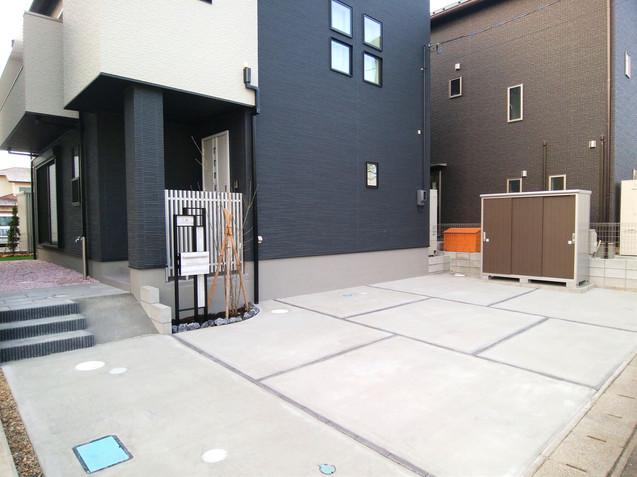 アプローチ兼用の駐車スペース