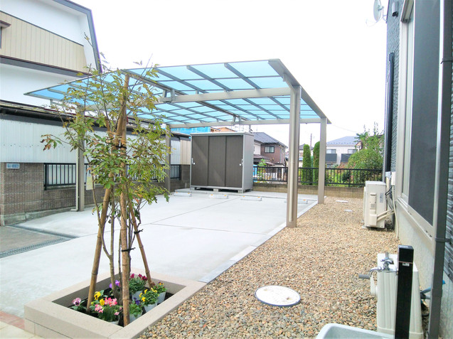 シンプルなスクエアタイプの花壇