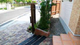 玄関まわりの植栽②