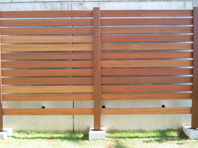 フラワーポットが楽しめる木製フェンス(セランガンバツ)