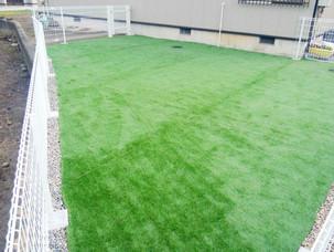 Case10:園児たちがのびのび遊べる人工芝の広場