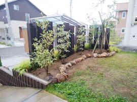 枕木支柱と植栽