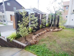 Case31:天然の米ツガ枕木を使用してデザインした、憩いのお庭とデッキスペース