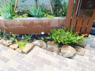 Case15:自然石と植栽に囲まれた洋風エントランス