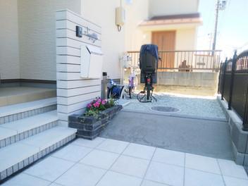 太白区外構工事|バイナルフェンスのお庭と玄関前の一式リフォーム・6