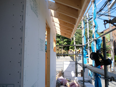 CSH19 鵠沼tricoloreHaus 2壁から小屋へ