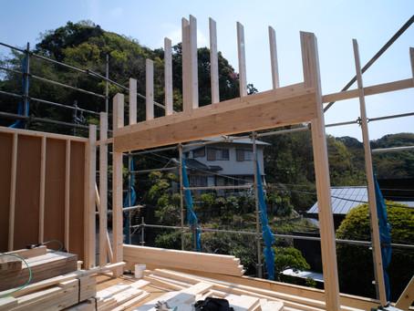 静なる家 建て方は2階へ