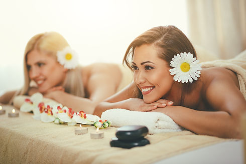massages and beauty services in villa for Hen party make up