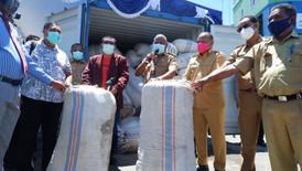 Peluncuran Pengapalan Perdana 20 ton Rumput Laut Wondama oleh Gubernur Papua Barat