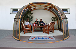 hot-tub-enclosure-oasis-by-alukov-01.jpg