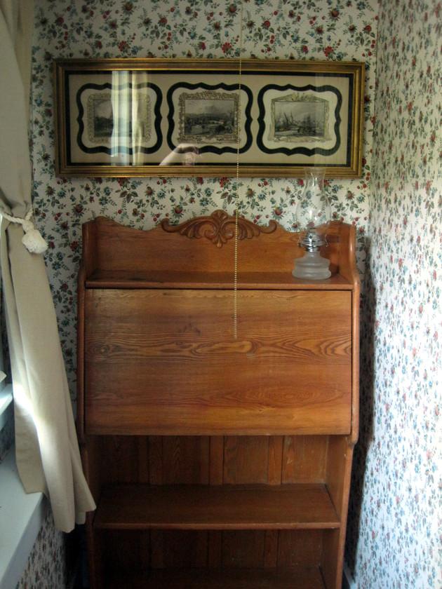 Antiques in bedroom 2
