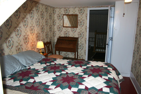Guest room 4 with queen bed and workspace