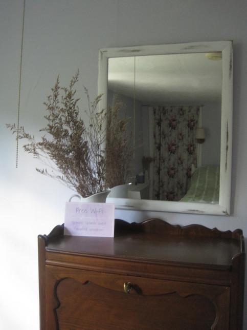 Rustic furnishings in guest room 1