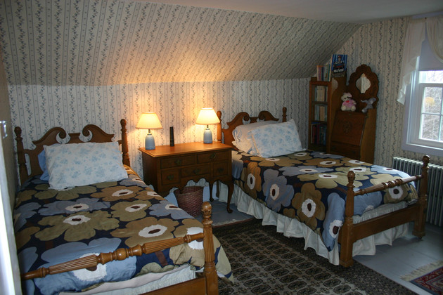 Guest room 5 with two twin beds for kids