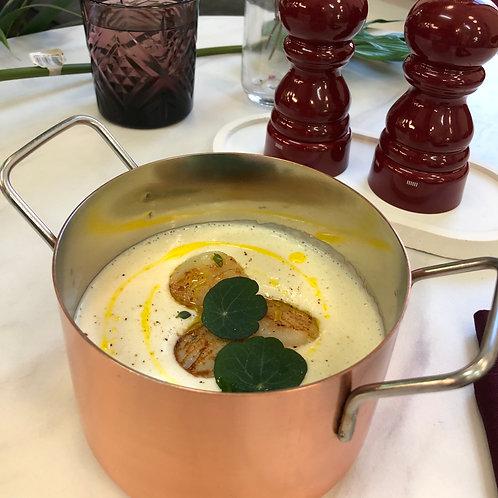 Крем-суп из цветной капусты с морским гребешком
