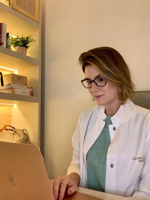 Carol consultório.jpeg