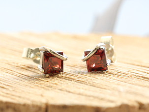 January Birthstone - Garnets