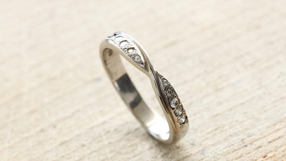 Mobius Twist Eternity Ring