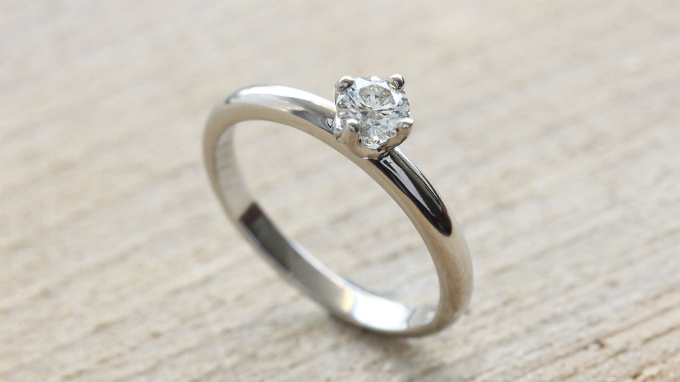 Brilliant cut Diamond Platinum Engagement Ring