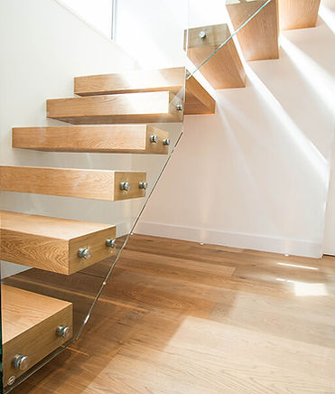 Wooden-Floating-Stairs-House1.jpg