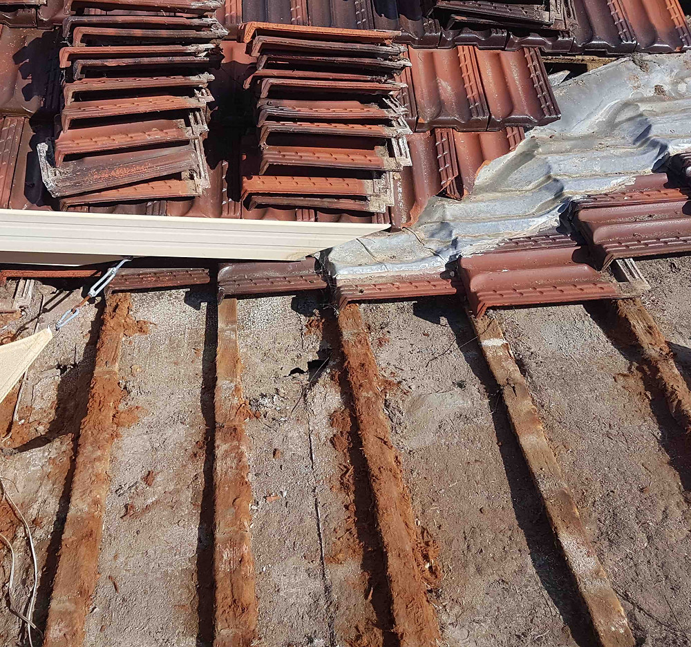 Delignification in roof battens