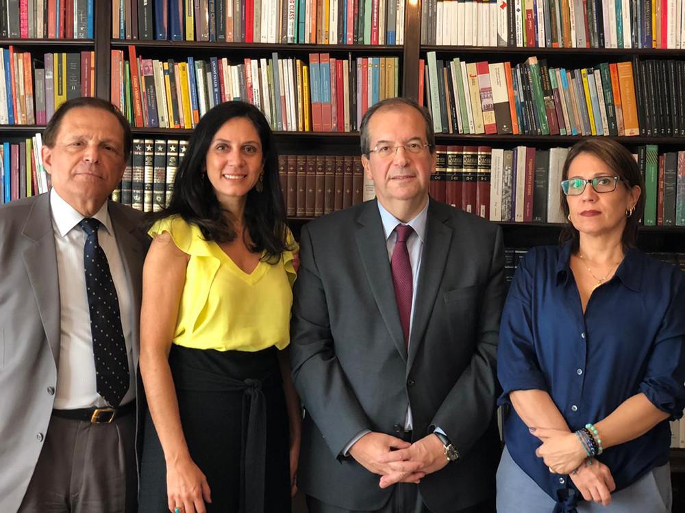 Professor João Grandino Rodas, Rúbia Veiga, Ministro Ricardo Cueva e Roberta Attié