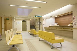 醫院候診室裡